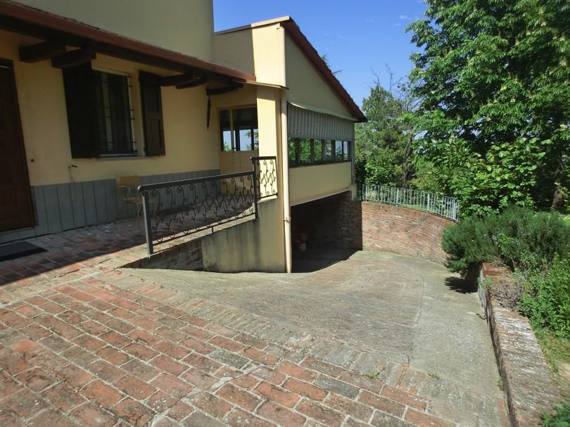Villa collinare bi trifamigliare con parco a imola - Garage interrato ...