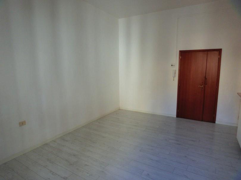 Centro storico ufficio stanza in affitto con sala attesa for Stanza uso ufficio